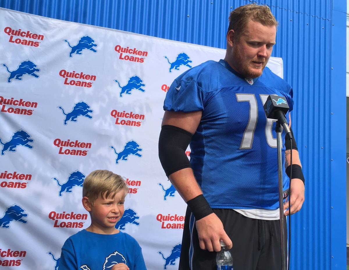 Packers fans still blue over seeing T.J. Lang in a Lions uniform